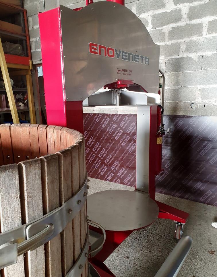 pressoir 5 hl vertical a la location en gironde pour les vinifications